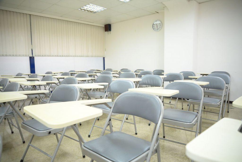 教室也是乾淨明亮