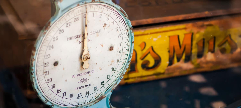 gross weight (商品含包裝)總重量;毛重