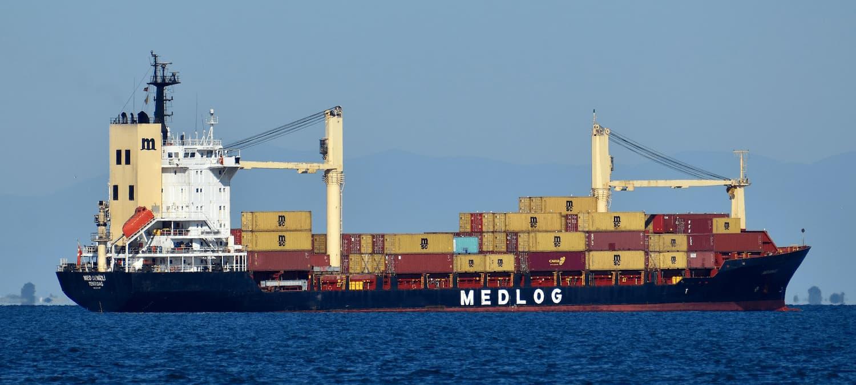 cargo (船、飛機、車輛裝載的) 貨物
